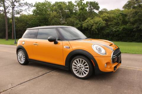 2014 MINI Hardtop for sale at Clear Lake Auto World in League City TX
