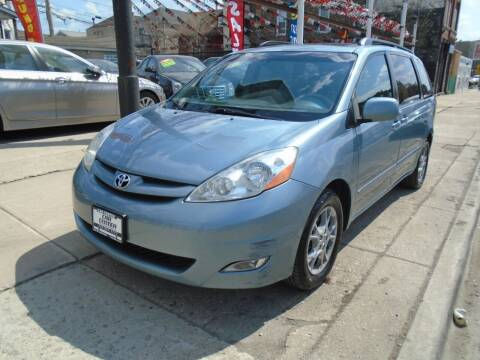 2006 Toyota Sienna for sale at CAR CENTER INC in Chicago IL