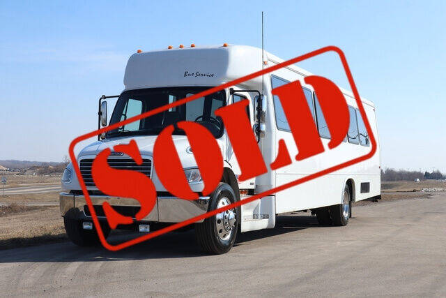 2006 Freightliner M2 106 for sale at Signature Truck Center in Crystal Lake IL