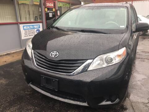 2012 Toyota Sienna for sale at Best Deal Motors in Saint Charles MO