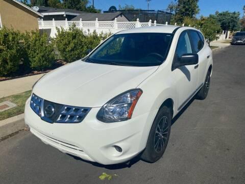 2015 Nissan Rogue Select for sale at Fiesta Motors in Winnetka CA