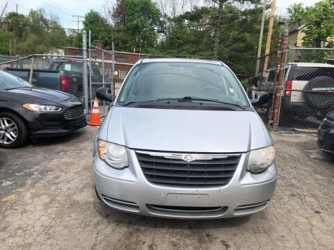 2007 Chrysler Town and Country for sale at Six Brothers Auto Sales in Youngstown OH
