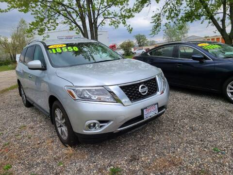 2016 Nissan Pathfinder for sale at Swan Auto in Roscoe IL