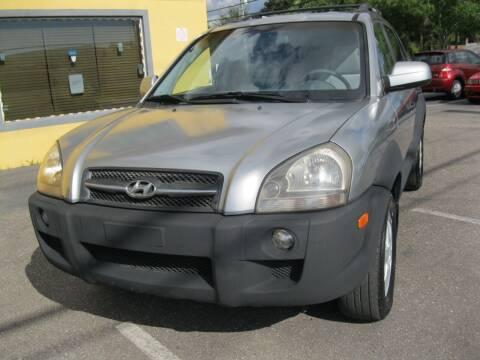2005 Hyundai Tucson for sale at PARK AUTOPLAZA in Pinellas Park FL