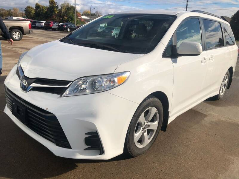 2018 Toyota Sienna for sale at Don's Sport Cars in Hortonville WI