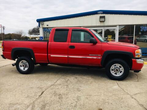 2003 GMC Sierra 2500HD for sale at Pioneer Auto in Ponca City OK