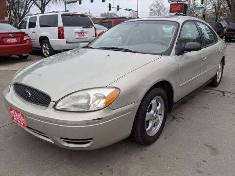 2004 Ford Taurus for sale at Corridor Motors in Cedar Rapids IA