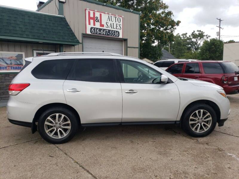 2016 Nissan Pathfinder for sale at H & L AUTO SALES LLC in Wyoming MI