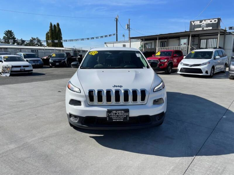 2016 Jeep Cherokee for sale at Velascos Used Car Sales in Hermiston OR