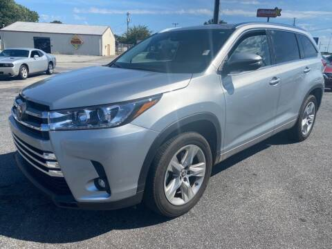 2019 Toyota Highlander for sale at Modern Automotive in Boiling Springs SC