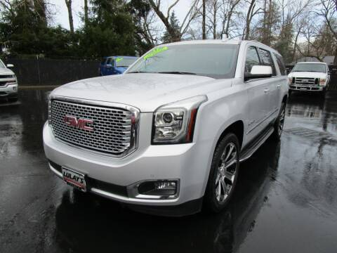 2017 GMC Yukon XL for sale at LULAY'S CAR CONNECTION in Salem OR