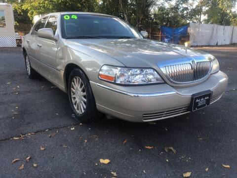 2004 Lincoln Town Car for sale at PARK AVENUE AUTOS in Collingswood NJ
