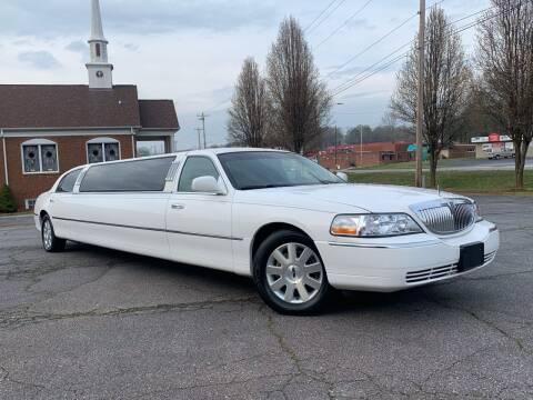 2004 Lincoln Town Car for sale at Mike's Wholesale Cars in Newton NC