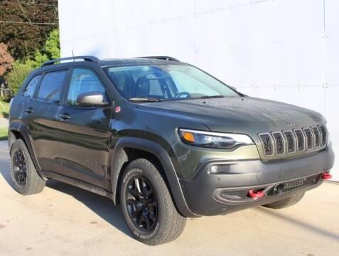 2019 Jeep Cherokee for sale at DEUR-SPEET MOTORS in Fremont MI