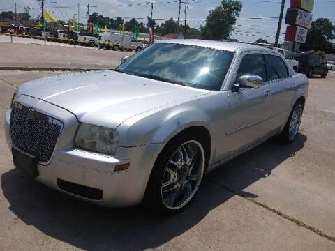 2007 Chrysler 300 for sale at RODRIGUEZ MOTORS CO. in Houston TX
