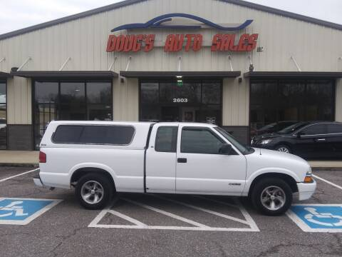 2001 Chevrolet S-10 for sale at DOUG'S AUTO SALES INC in Pleasant View TN