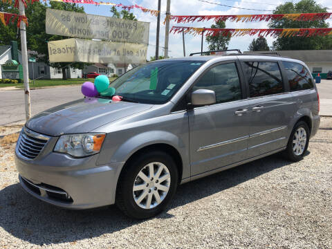 2014 Chrysler Town and Country for sale at Antique Motors in Plymouth IN