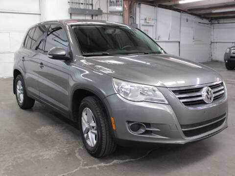 2011 Volkswagen Tiguan for sale at FUN 2 DRIVE LLC in Albuquerque NM