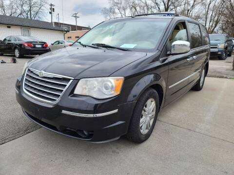 2008 Chrysler Town and Country for sale at Auto Hub in Grandview MO