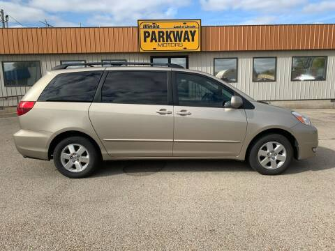 2004 Toyota Sienna for sale at Parkway Motors in Springfield IL