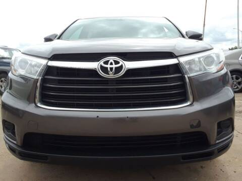 2016 Toyota Highlander for sale at Auto Haus Imports in Grand Prairie TX