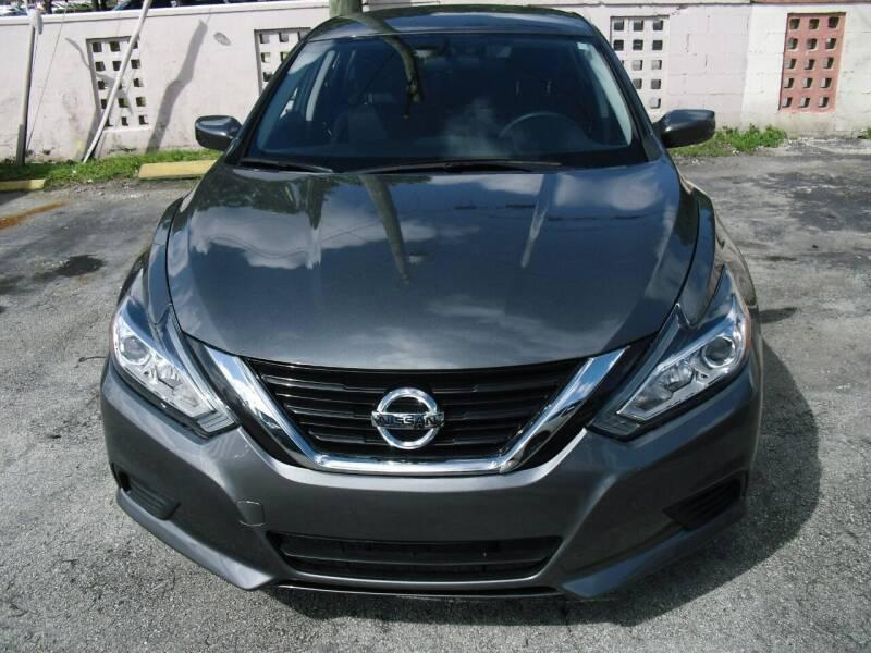 2018 Nissan Altima for sale at SUPERAUTO AUTO SALES INC in Hialeah FL