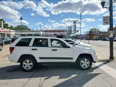 2005 Jeep Grand Cherokee for sale at Apollo Motors INC in Chicago IL