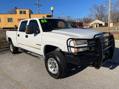2005 Chevrolet Silverado 2500HD for sale at Midwest Motors 215 Inc. in Bonner Springs KS