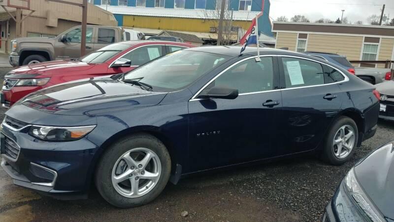2017 Chevrolet Malibu for sale at Deanas Auto Biz in Pendleton OR