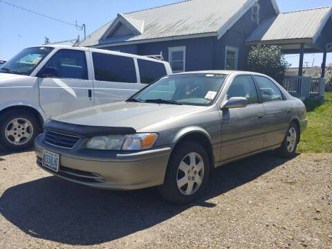 2000 Toyota Camry for sale at M AND S CAR SALES LLC in Independence OR