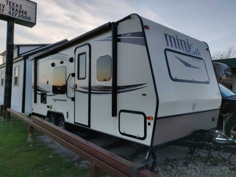 2015 Rockwood MINI LITE 2306 for sale at Texas RV Trader in Cresson TX