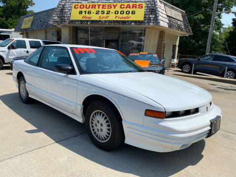 1996 Oldsmobile Cutlass Supreme for sale at Courtesy Cars in Independence MO