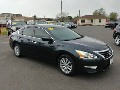 2014 Nissan Altima for sale at Mid Valley Motors in La Feria TX
