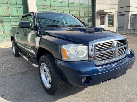 2006 Dodge Dakota for sale at Illinois Auto Sales in Paterson NJ