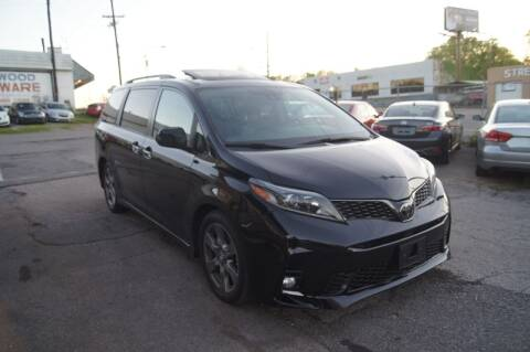 2018 Toyota Sienna for sale at Green Ride Inc in Nashville TN