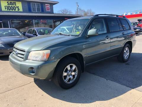 2004 Toyota Highlander for sale at Wise Investments Auto Sales in Sellersburg IN