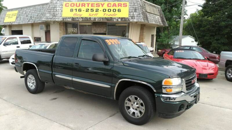 2005 GMC Sierra 1500 for sale at Courtesy Cars in Independence MO