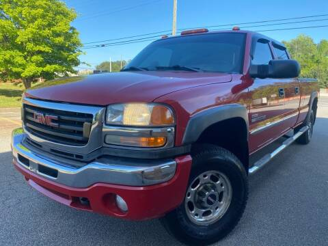 2005 GMC Sierra 2500HD for sale at Gwinnett Luxury Motors in Buford GA