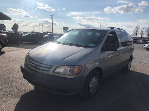 2002 Toyota Sienna for sale at Family Car Farm in Princeton IN