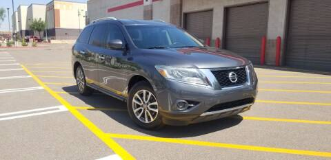 2014 Nissan Pathfinder for sale at EXPRESS AUTO GROUP in Phoenix AZ