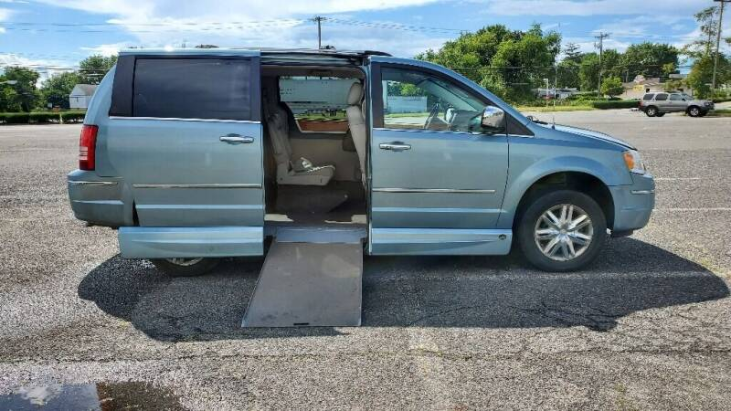 2009 Chrysler Town and Country for sale at BT Mobility LLC in Wrightstown NJ