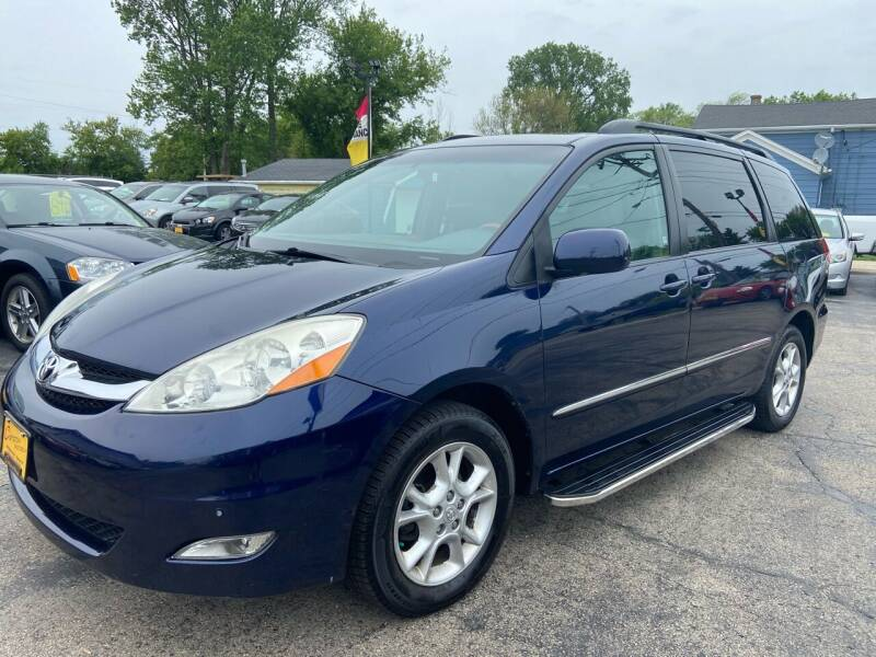 2006 Toyota Sienna for sale at COMPTON MOTORS LLC in Sturtevant WI
