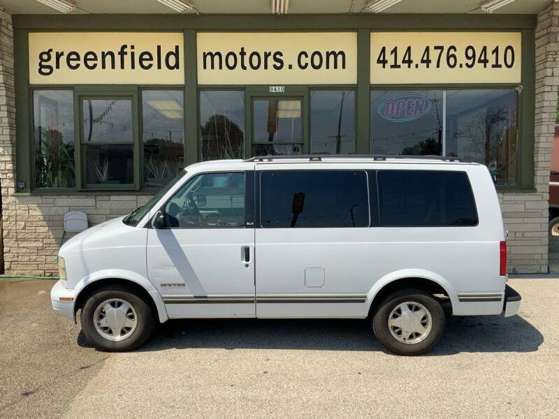 1998 GMC Safari for sale at GREENFIELD MOTORS in Milwaukee WI
