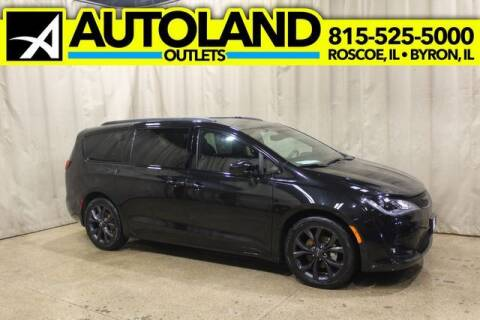 2020 Chrysler Pacifica for sale at AutoLand Outlets Inc in Roscoe IL