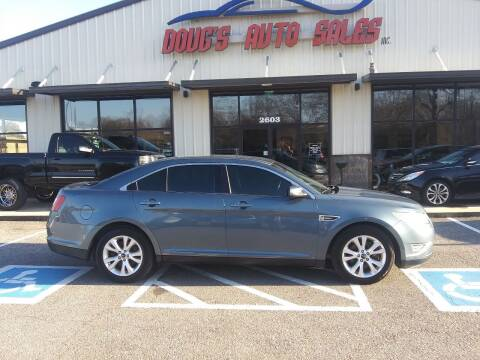 2010 Ford Taurus for sale at DOUG'S AUTO SALES INC in Pleasant View TN