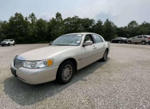 2000 Lincoln Town Car for sale at T-O-G Auto Sales, LLC. in Jonesboro GA
