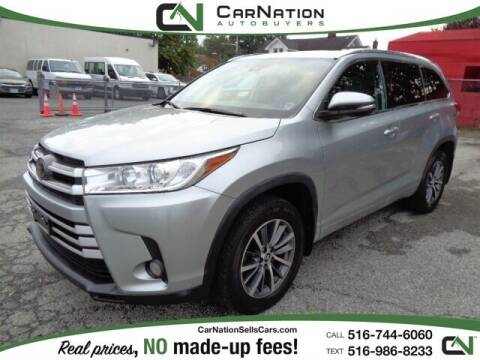 2018 Toyota Highlander for sale at CarNation AUTOBUYERS Inc. in Rockville Centre NY