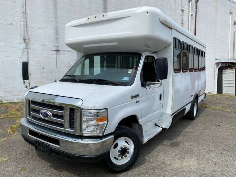 2015 Ford E-Series Chassis for sale at JMAC IMPORT AND EXPORT STORAGE WAREHOUSE in Bloomfield NJ