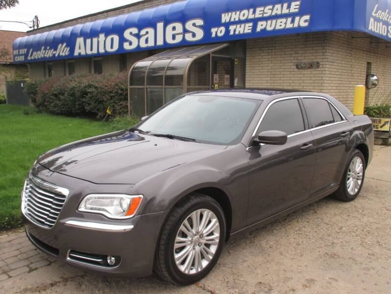 2013 Chrysler 300 for sale at Lookin-Nu Auto Sales in Waterford MI