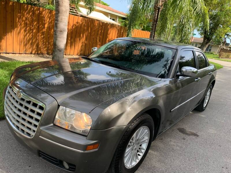 2010 Chrysler 300 for sale at FINANCIAL CLAIMS & SERVICING INC in Hollywood FL